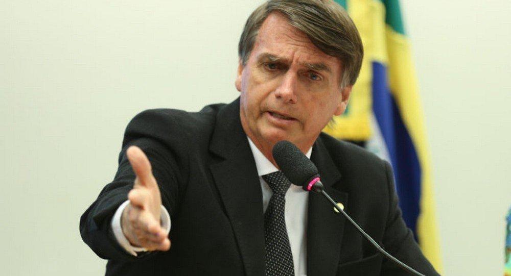Patrimônio da família Bolsonaro saltou de carro popular a rede de imóveis de luxo - https://t.co/zjPosi7WGJ