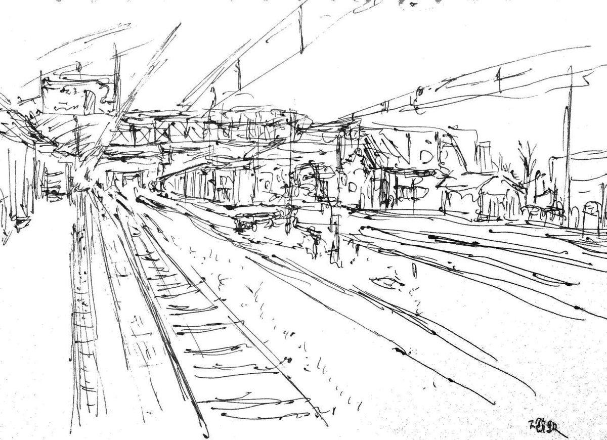 下館駅はいい駅です。駅前の歩道橋は線路を跨いでいて見晴らしもいいですし。真岡鐵道も接続してますね。