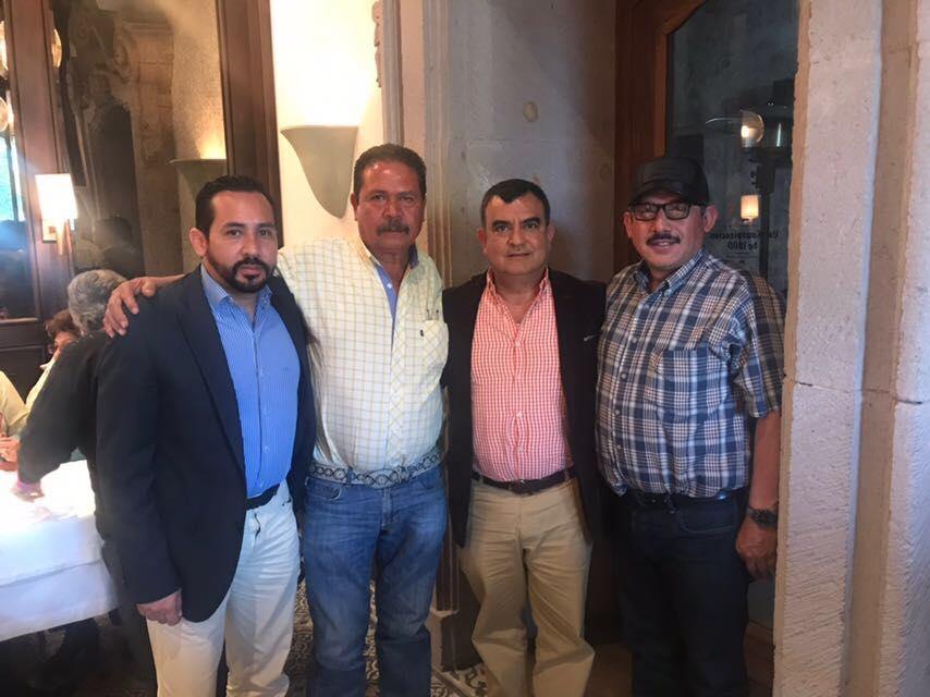 El día de hoy me reuní con Pablo Salazar, dirigente de las combis de la ruta naranja. https://t.co/KSBLhSpHYo