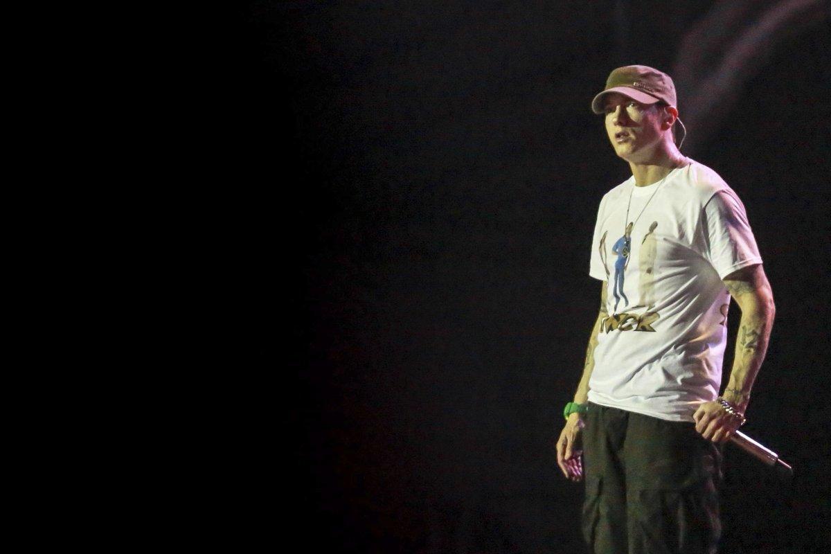 .@Eminem makes Billboard chart history with #Revival https://t.co/luJQCJRV2L