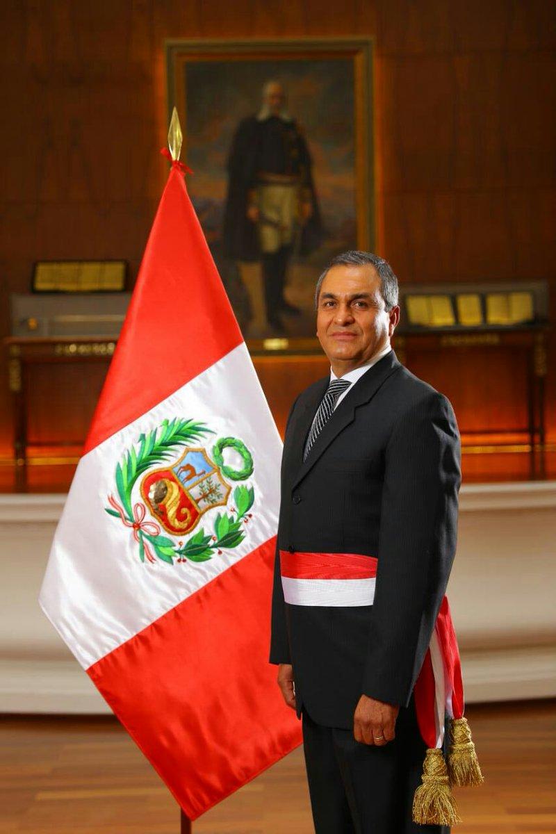 Ahora jura vicente romero fern ndez como ministro del for Nuevo ministro del interior peru