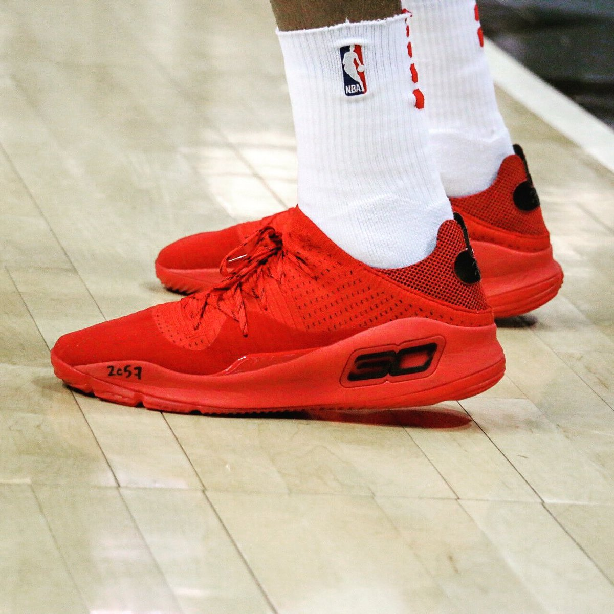 4e1a994bb7ed Kent Bazemore s playing in an all-red low version of the  Curry4 tonight.