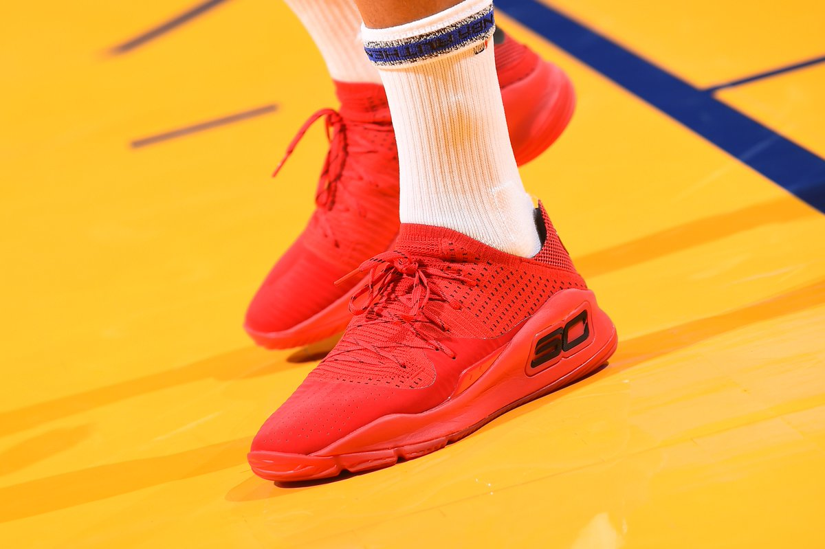 9fb490a4b6e Stephen Curry warms up in the Under Armour Curry 4 Low