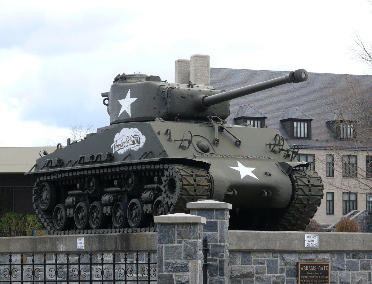 パットンの懐刀的な人であったクレイトン・エイブラムスは、WW2当時自分の愛車シャーマンにThunderboltと名付けていたと 後年、その名前がM1に採用されたことに敬意を表し、Thunderboltと命名されたXM1の1号車