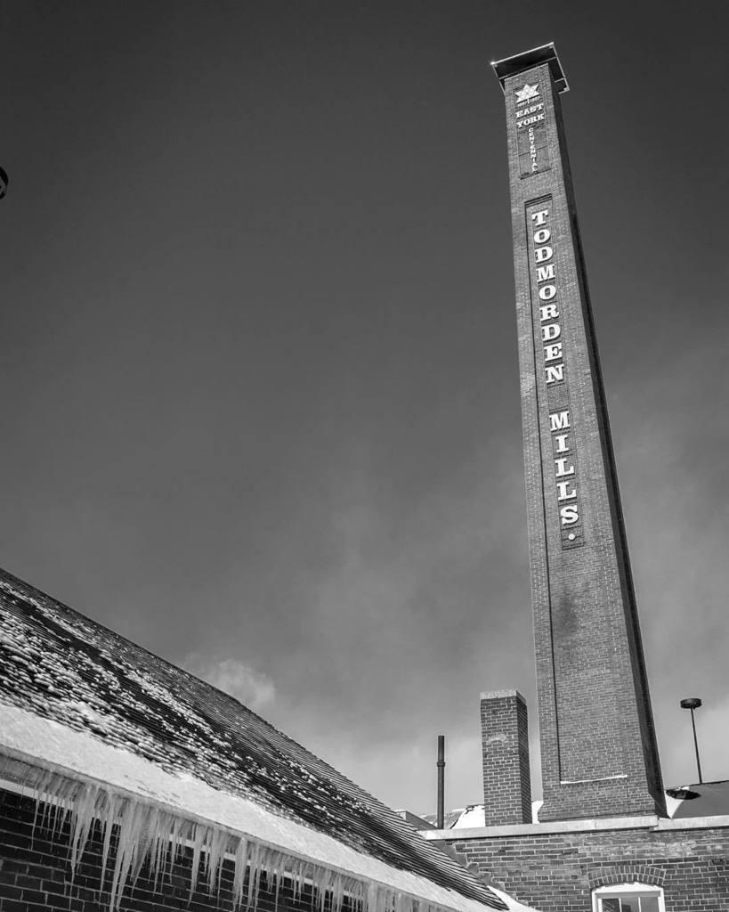 Frozen Mills. #monochromefortheholidays #todmordenMills #ontariowinter #winterinthecity #torontowinter2017 #monochrome #blackandwhite http://ift.tt/2pPlhCCpic.twitter.com/rNSPmJdjm5