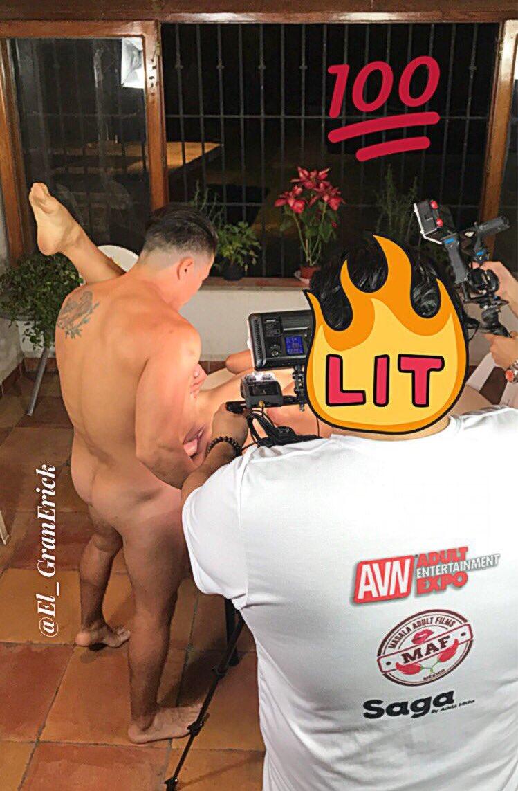 #YaCasiEs2018YTú sigues haciendo porno...