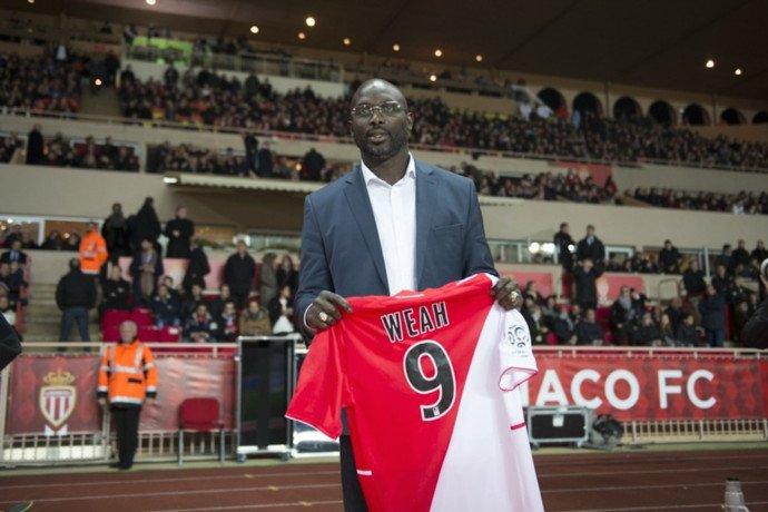 L'ensemble du club félicite @GeorgeWeahOff pour son élection à la présidence du Libéria 🇱🇷  et lui adresse tous ses voeux de réussite à la tête de son pays !  ________________________ GEORGE WEAH 📍🇲🇨 1⃣9⃣8⃣8⃣ à 1⃣9⃣9⃣2⃣ 1⃣4⃣9⃣ Matchs  6⃣6⃣ Buts