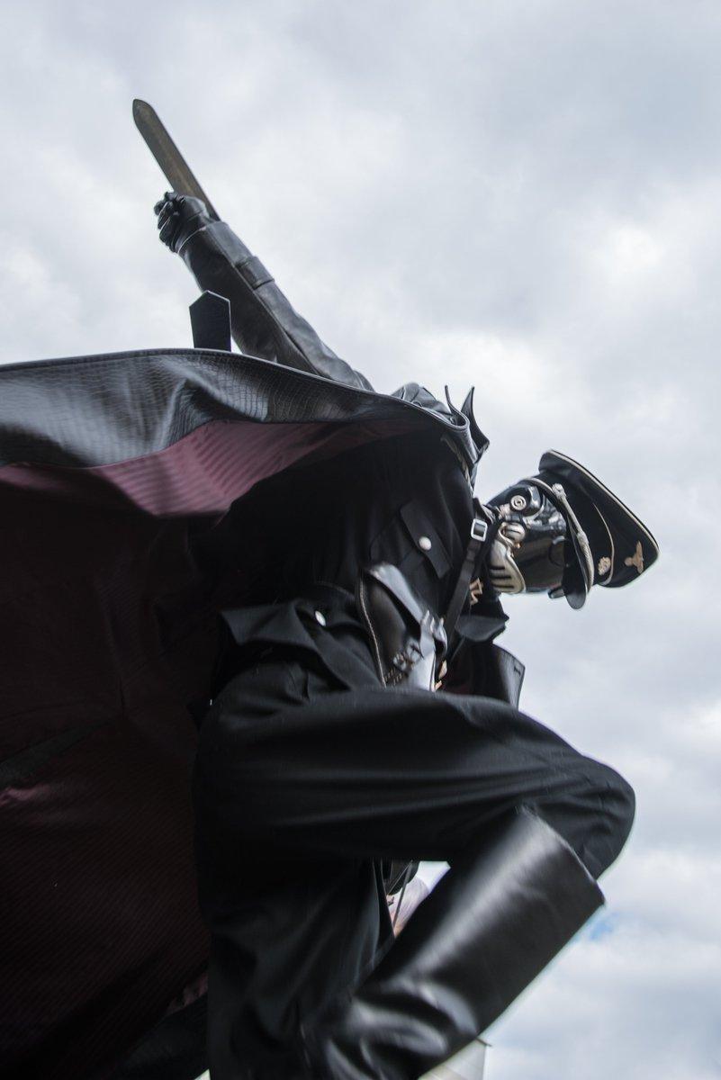 C93 1日目 クロエネン/鳶鷹鷲(うずら) さん(@kizika_uzura ) #C93コスプレ #防災公園 #hellboy 防災公園でどれだけ遊べるかシリーズ