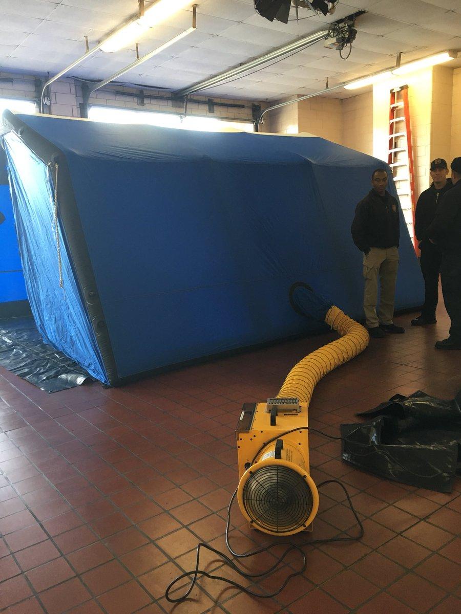 BFD and BPD preparing for the cold weather going over the Zumro tent and heater. @BurlingtonFDNC @BurlingtonNC_PDpic.twitter.com/zwpkSujhBu & ZUMRO (@ZUMROSHELTERS) | Twitter