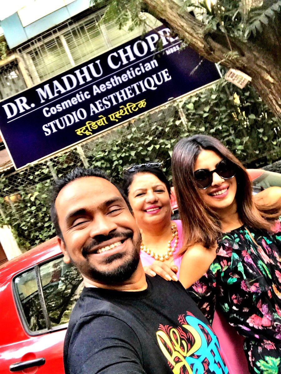 RT @shiekhspear: All Smiles with the Chopras. 🎉👍💥😍Madhu Chopra adding to the glam quotient.😍😍 @priyankachopra https://t.co/i73DSziXCq