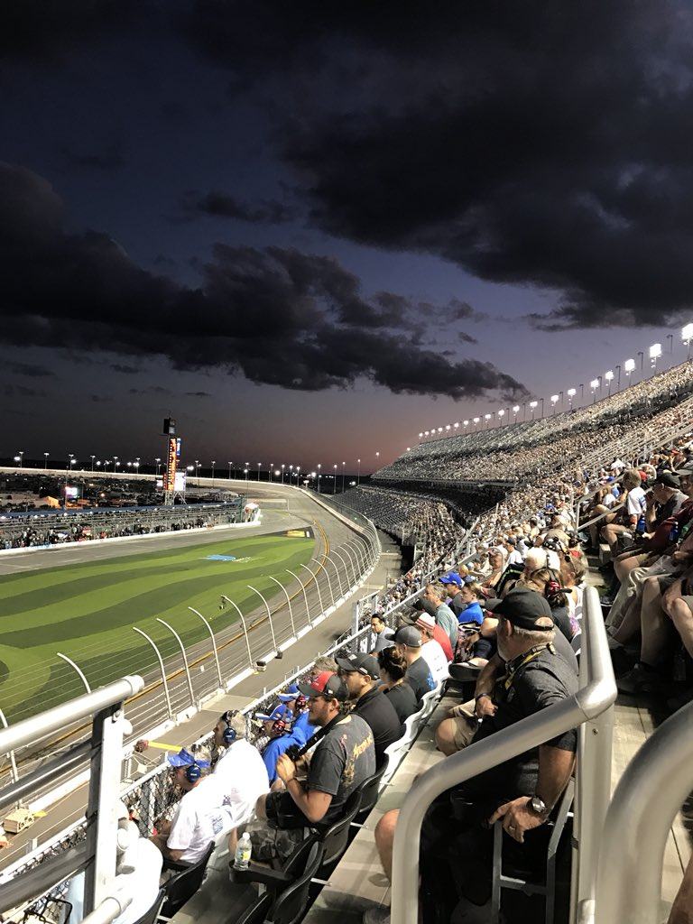 @DISupdates PowerShares QQQ 300 2017 Cannot get here fast enough!! 🇺🇸🏁 #Speedweeks https://t.co/GQxdUJaG4Y