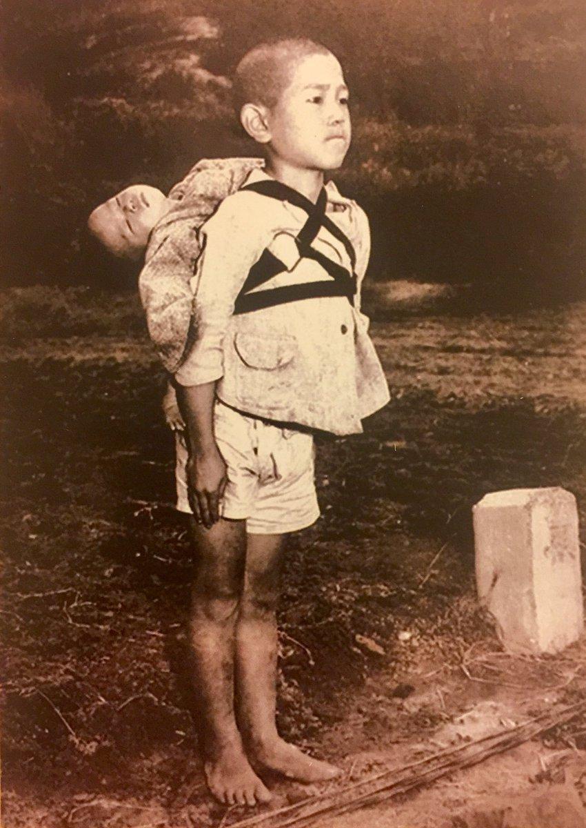 Les enfants de Nagasaki : «J'ai beaucoup prié en regardant cette photo», confie le pape  DSW3VSSW4AA0HlH