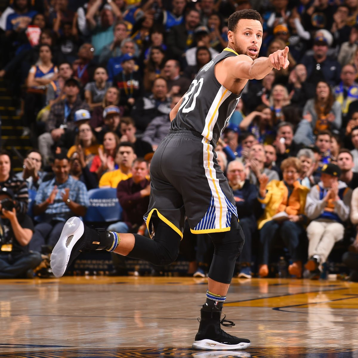 50355df5634 solewatch stephencurry30 returned in the more dimes under armour curry 4