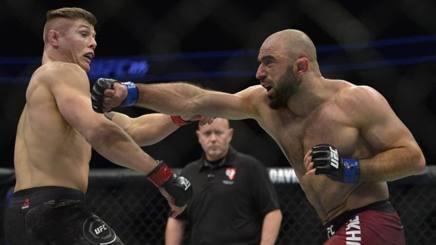 #MMA, #UFC 219: è pari fra @MarvinVettori e #Akhmedov. La sirena salva il russo rosea.it/f73307ffCW #altrisport