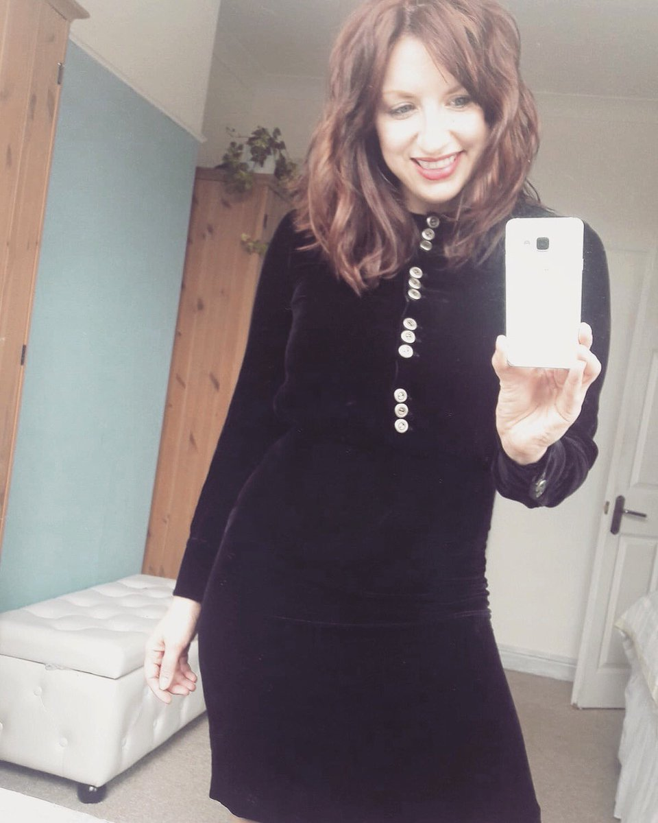 Have left New Years outfit prep to the last min, so may rely on a faithful #littleblackdress   Incase I'm rummaging through my wardrobe later I'll wish you all a very happy new year! Love to you all  Ree   #velvetdress #newyearseve #30plusblogs #vintageclothing #30plusfashion <br>http://pic.twitter.com/IuwZJXgQKw