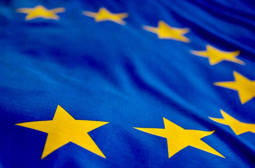 Best wishes to all, close or far away, for the New Year.  2017 had its share of challenges, but also of progress. 2018 will require renewed European unity, solidarity and direction.   In the words of Shakespeare, it is not in the stars to hold our destiny but in ourselves!'