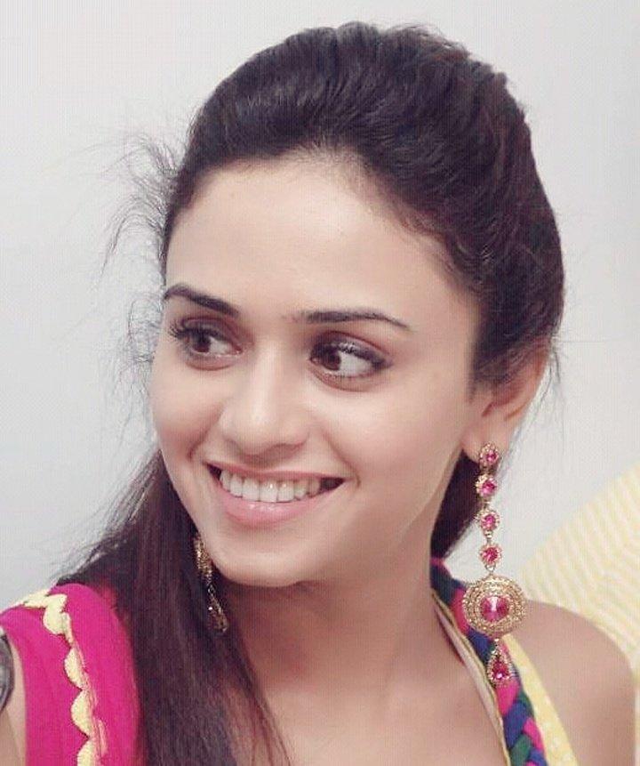 smart-marathi-girl-photo