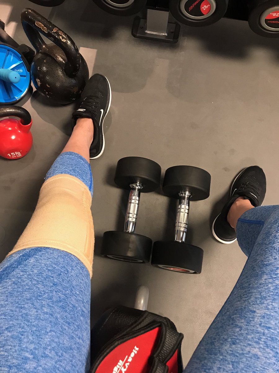 ACL tore but @whitneyysimmons playlist is pushing me through my upper body workouts💪🏻💪🏻😘  https://t.co/pFlMIhJO5c https://t.co/2b38qNxr97