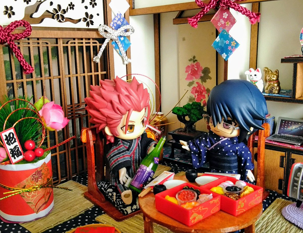 test ツイッターメディア - 尊さんと宗像さんのお正月????  日本酒をお土産にして、機嫌を取る旦那さんと嫁の図。 宗像さん嬉しそう。  #正月 #尊礼 #リーメント #ダイソー #セリア #キャンドゥ #ミニチュア https://t.co/Z6EzDaf8IR