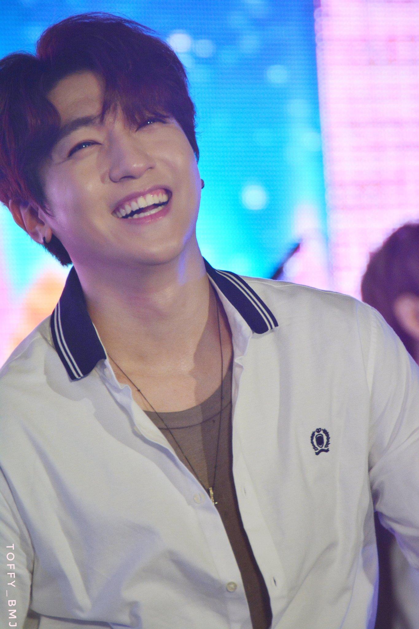 หล่อ..เท่..น่ารัก มาหมดเลยค่ะ #Sungjin #Day6 #EMWinterwonderland https://t.co/7fyURLGMr4