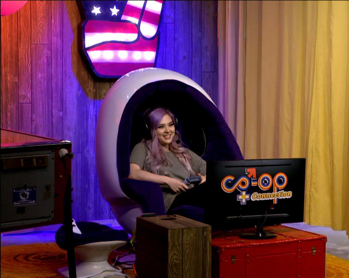 de hook up dating show laatste Comic staande 2014 online dating