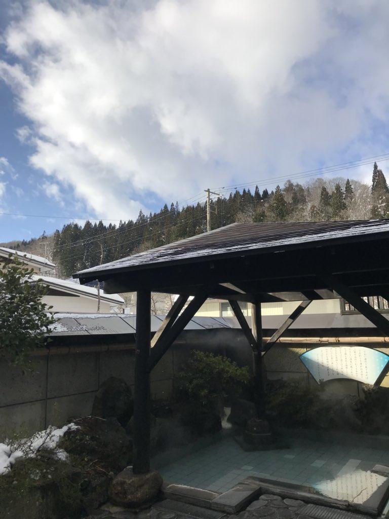 青空!今年のお正月は、天気に恵まれてます(^。^) #小野川温泉 #近いよ米沢