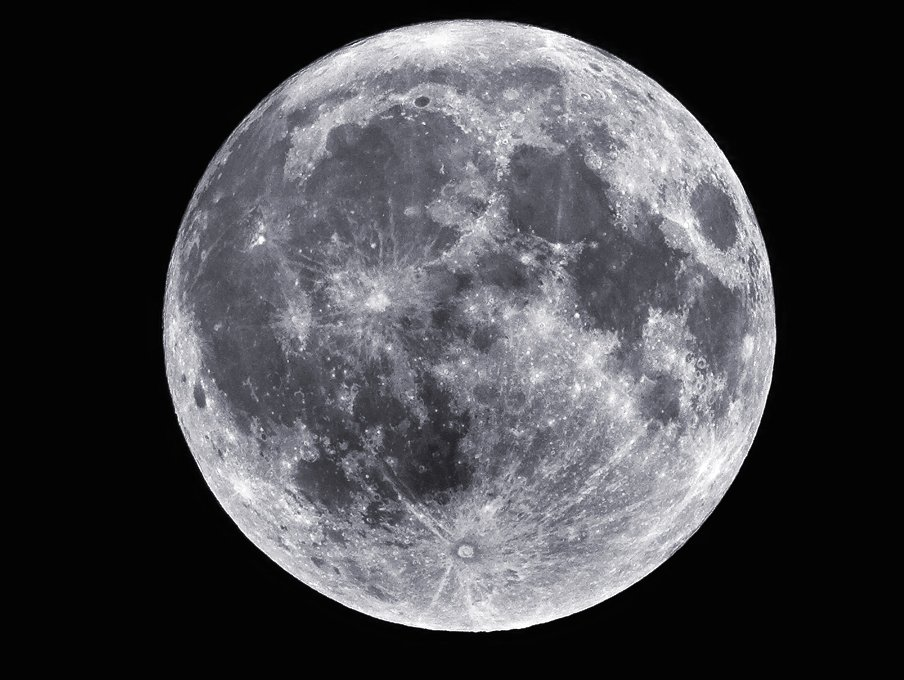 "The supermoon is here! Be sure to to bundle up and lead your ""pack"" outside to view the #WolfMoon 🐺 , the most super of the three supermoons this winter!"