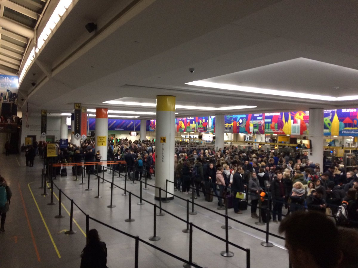 Customs Outage at US Airports Stalls Passengers for Hours, Triggering Big Headaches