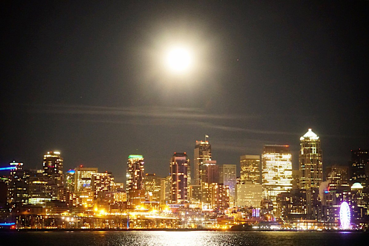 Check out the #WolfMoon tonight rising over Seattle. #SuperMoon #KOMONews 📷: @EricJensenTV