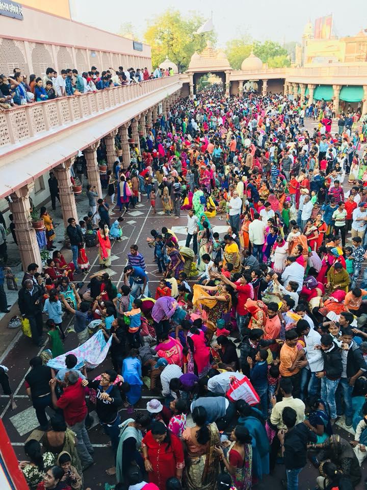 Thousands mark Poshi poonam at Santram Mandir by showering 'bor' fruit