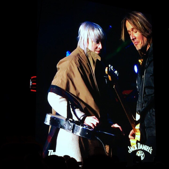 RT @LarkinPoe: Top highlight from NYE: #slidequeen and @KeithUrban trading licks in 10 degree weather ⚡️⚡️ https://t.co/OD97JHXrvR