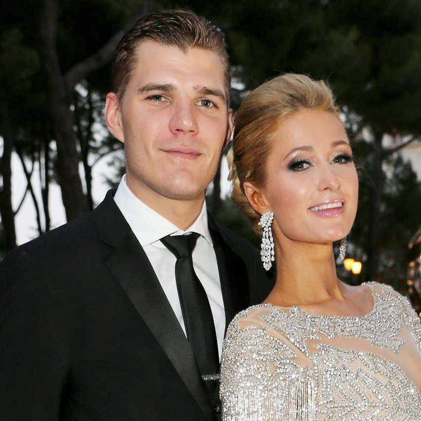 Paris Hilton's Engagement Ring Cost $2 Million and Honestly We'd Expect Nothing Less https://t.co/6Co1wu8ZYP