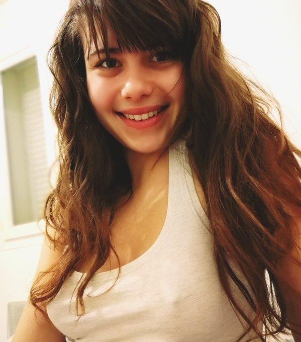 Bonne journée mes ❤️ moi je vais dodo #me #mood #teen #tits #piercednipple #top #hairstyle #lunarival