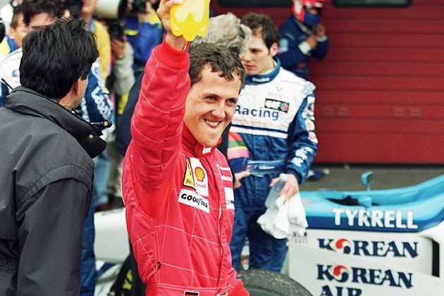 Hoje, um dos maiores pilotos da história da Fórmula 1 completa 49 anos! Desejamos uma boa recuperação ao monstro Michael Schumacher. 🙏  📸 Getty