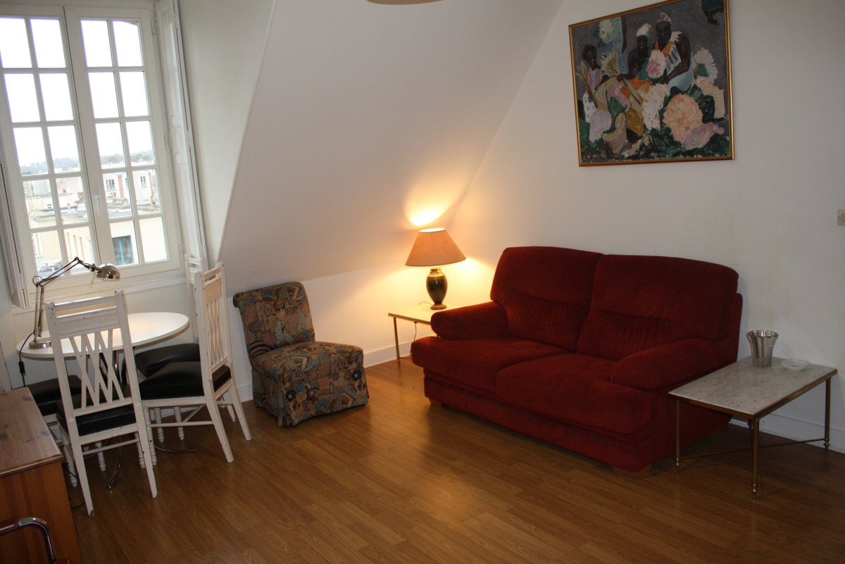 Insead Fontainebleau A One Bedroom Apartment Available In Rue St Honore For March 18 Mba 18jpic Twitter 8jbtcgo3ot