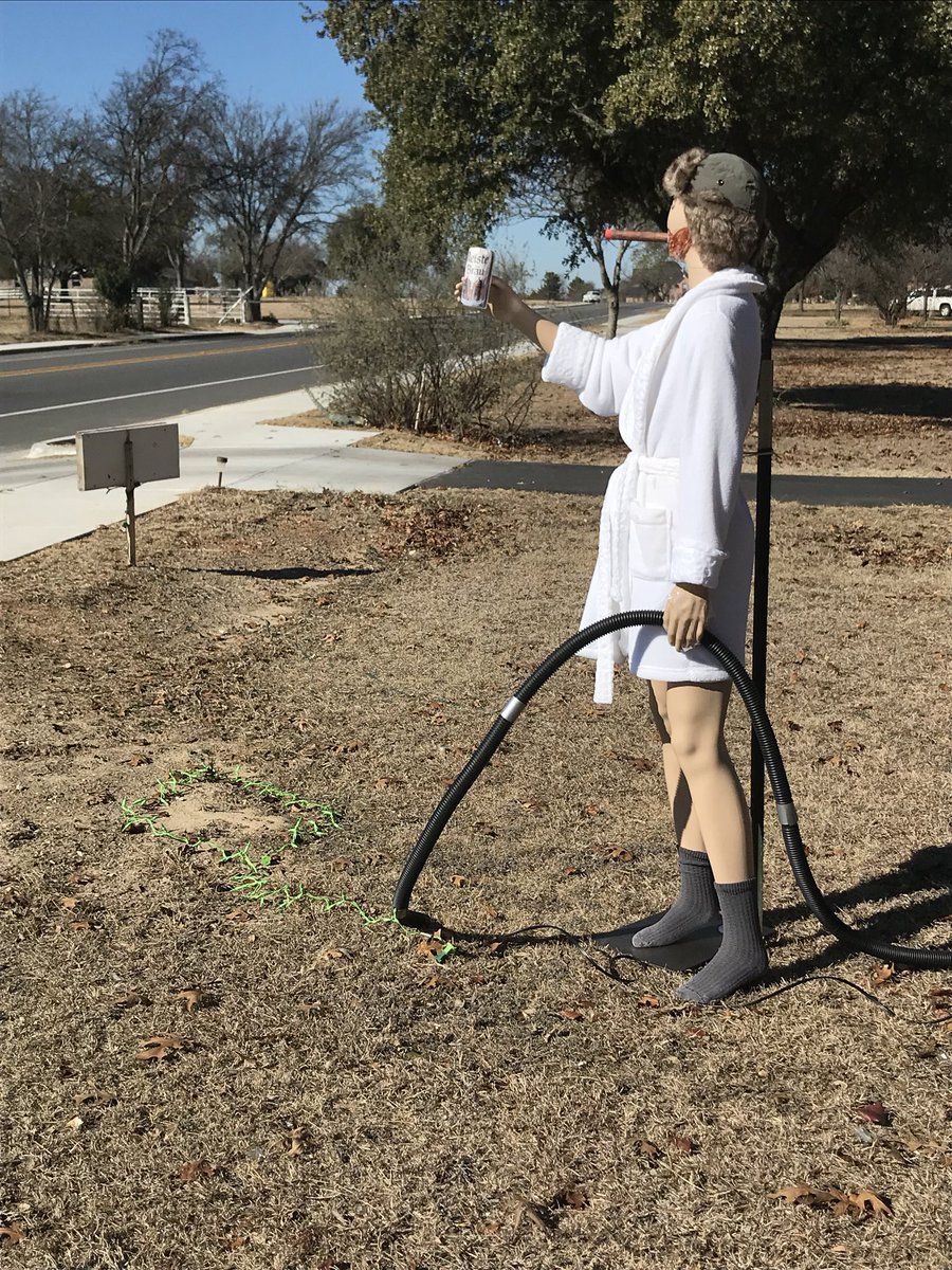 bradley blackburn on twitter delightful decoration spotted in cleburne so glad i didnt miss this before the holidays wrap up christmasvacation - Christmas Vacation Lawn Decorations