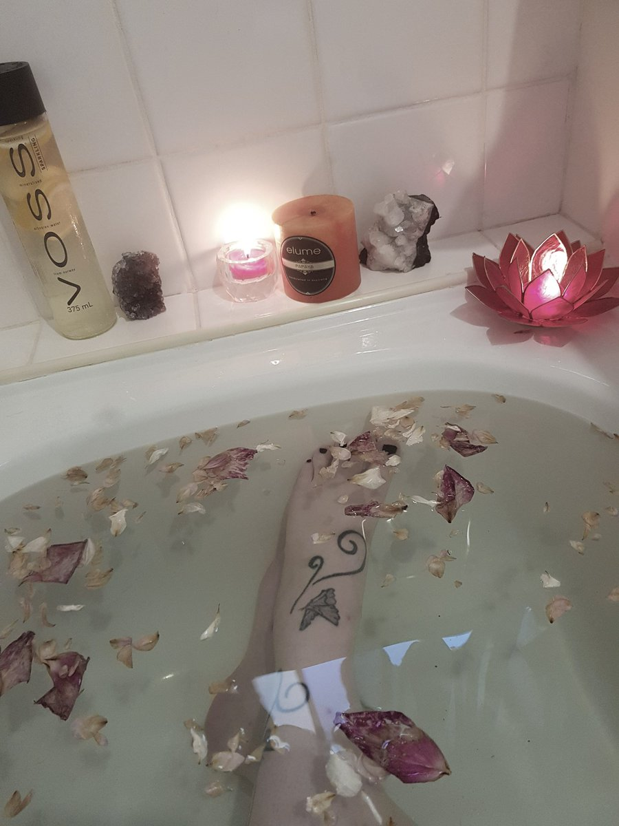 ... #relax #witch #Witchcraft #candles #crystals #quartz #happy #potd #best  #Amethyst #look #style #tattoos #tattoo #legs  #palepic.twitter.com/IwFm5iu9WY