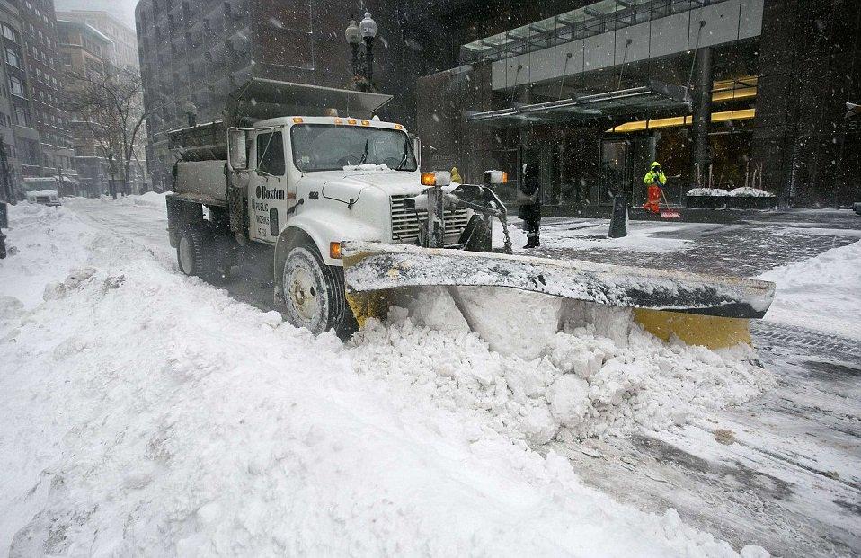 snow storm bombogenesis  bomb cyclone brings snow  florida   time   years