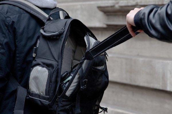 86-Jährige überfallen: Brutaler Handtasc...