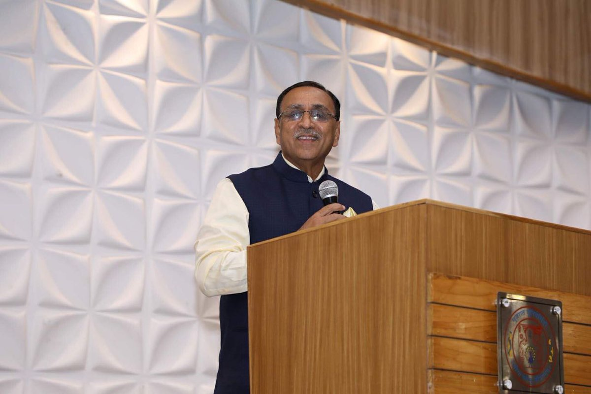 Rupani asks Gujarat University and Sahitya Academy to prepare language policy for State