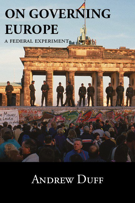 Desolation and enlightenment : political knowledge after total war, totalitarianism,