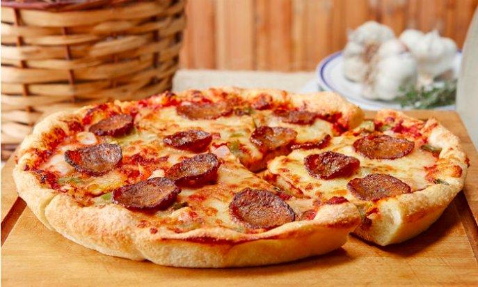 PIZZA!🍕 Met wie kom jij onbeperkt pizzapunten eten bij Pizza Hut Rotterdam? Je betaalt slechts € 9,99 p.p. 😍 https://t.co/QDKHZVnNWp https://t.co/nI0oga5Ma5