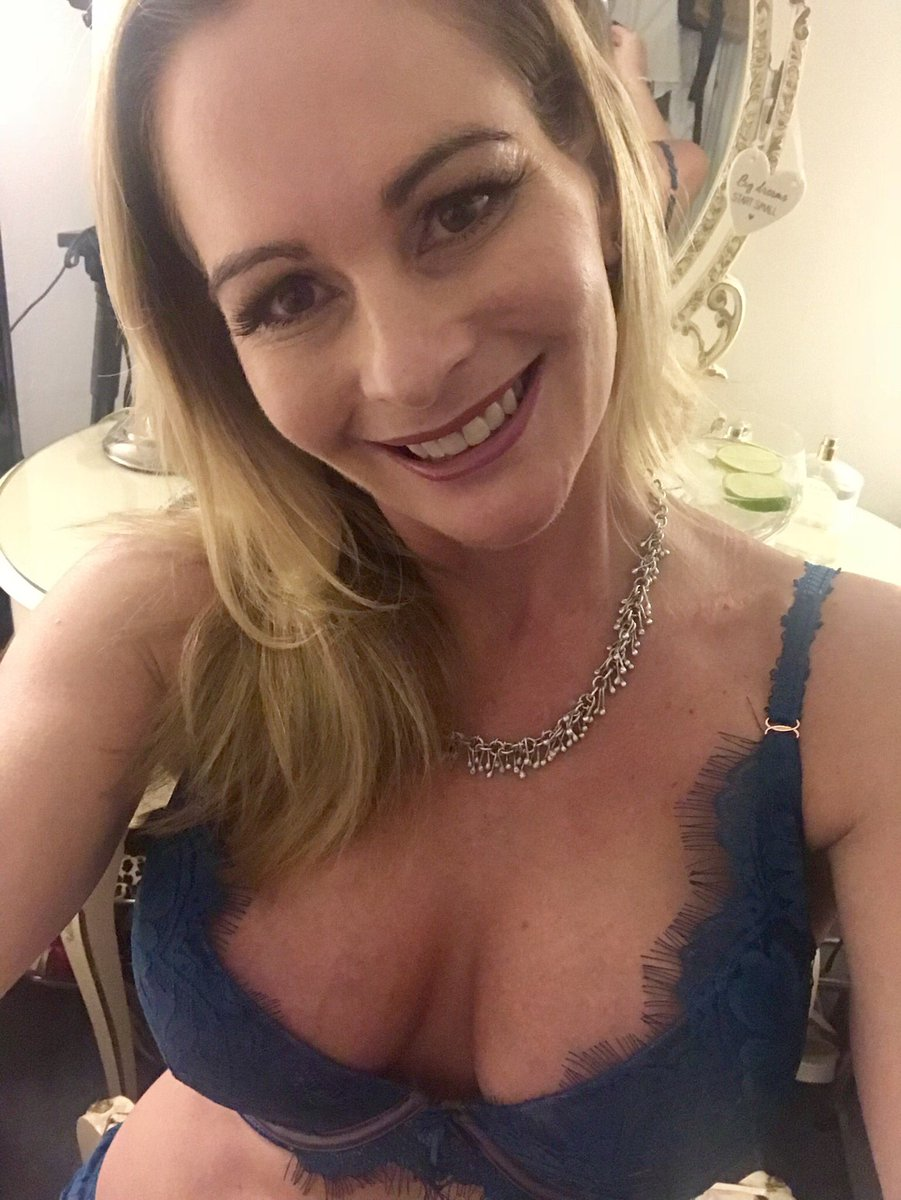 """elegant eve on twitter: """"getting ready for tonight xxxx kisses from"""