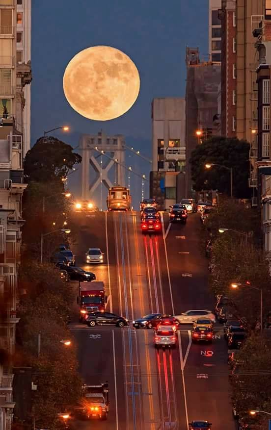 Gorgeous evening all friends from Americas 🌎💖 Super moon - San Francisco 🇺🇸