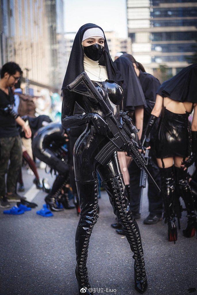 Asian wearing latex mask gets taken to heaven dmvideos - 4 6