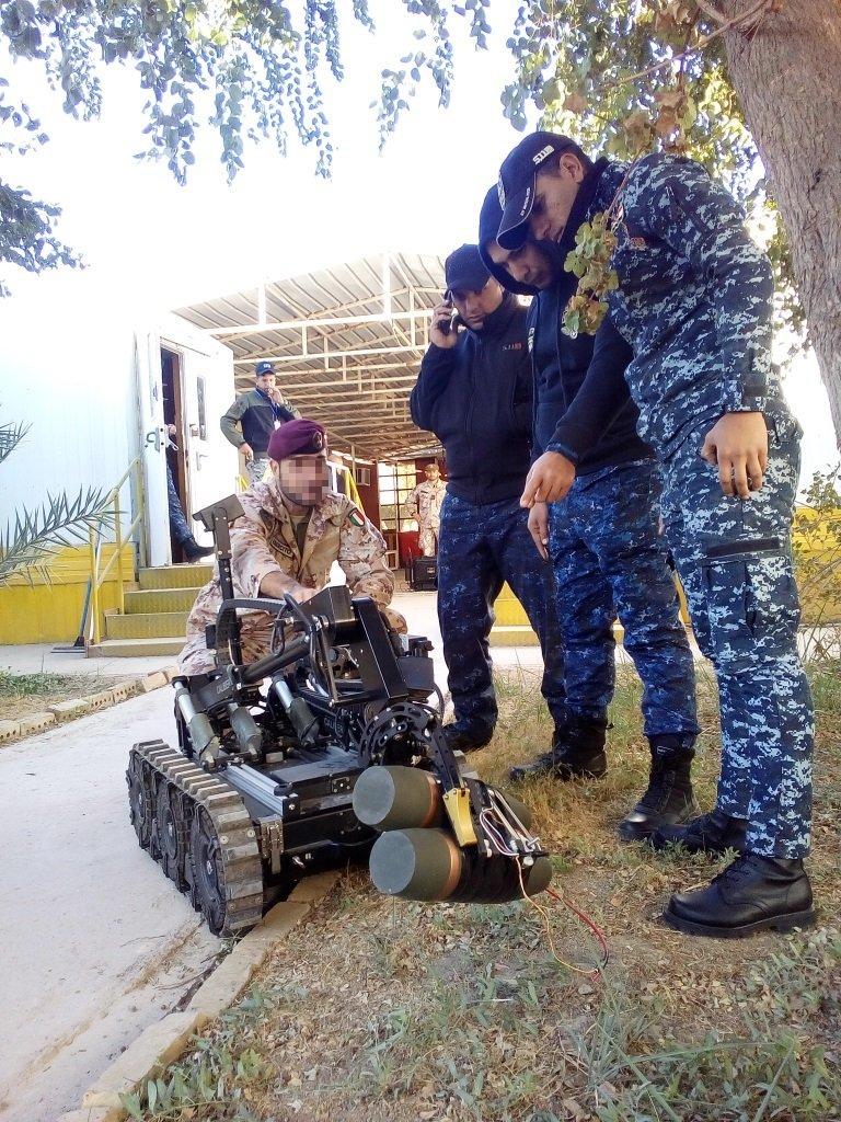 دعم تسليحي وتدريبي ايطالي للجيش العراقي  DSwyKaYWAAAF1YD