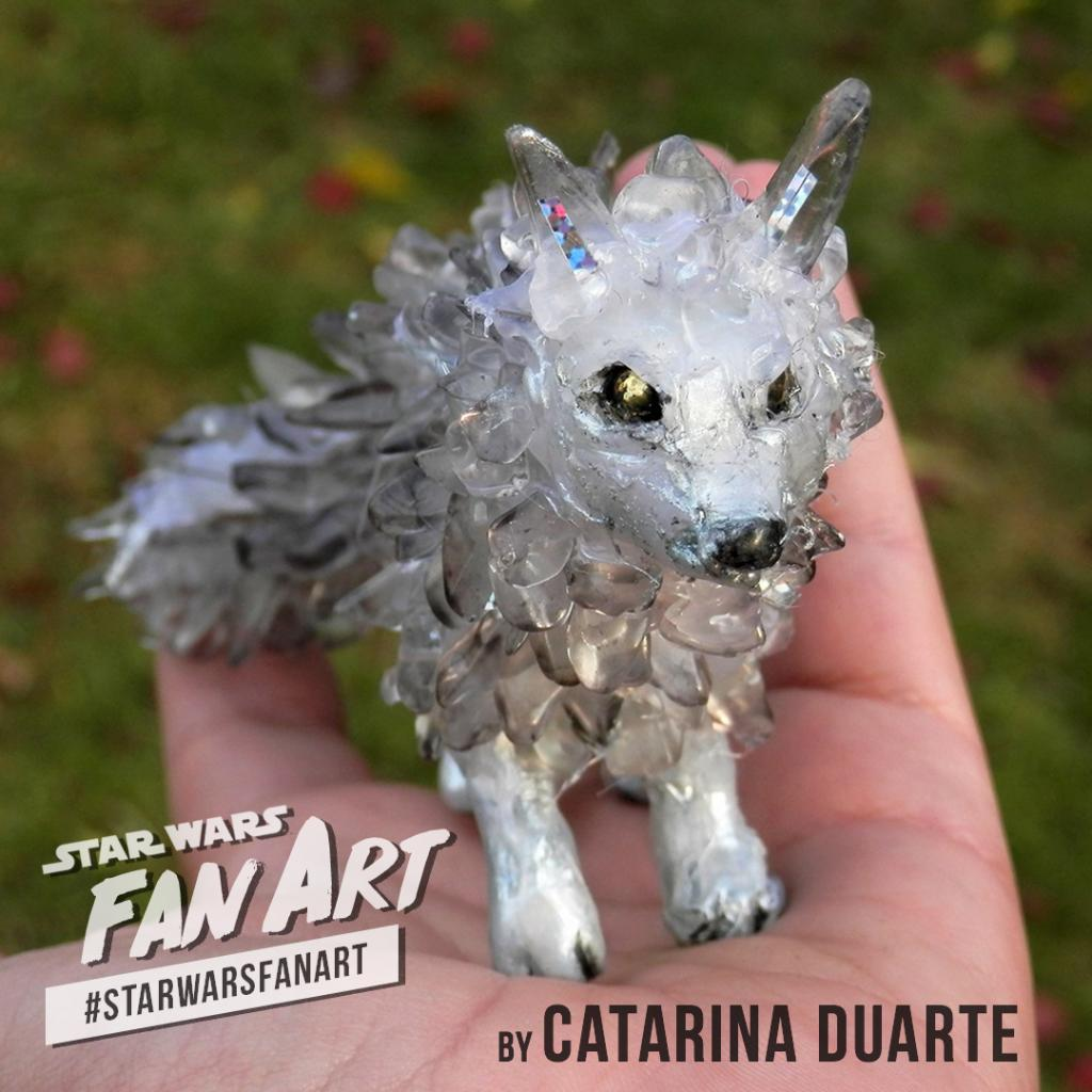 Catarina Duarte's #StarWarsFanArt fits a crystal fox of Crait in the palm of her hands. Here's her homemade vulptex. https://t.co/5ObvYRmAG4