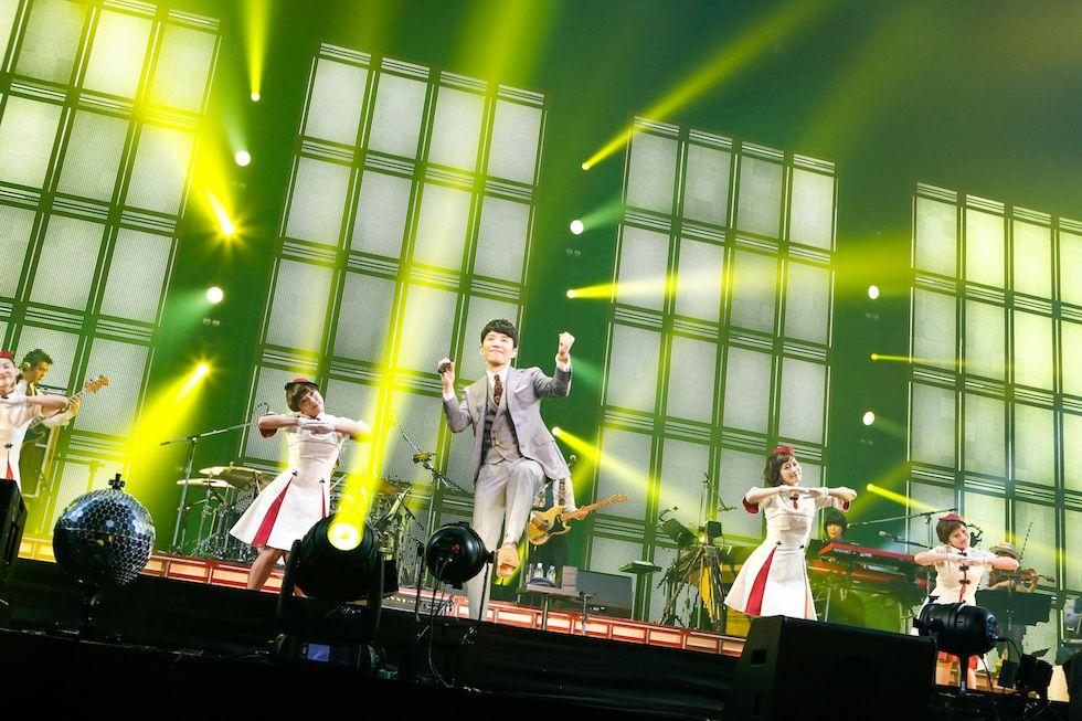 """さらに!1/8から1/14まで新宿ユニカビジョンにて、1/10発売のBD&DVD『Live Tour """"Continues""""』に収録されているライブ映像の中から日替わりで1曲フル放映されます!新宿にお越しの方は、是非ご覧下さい! #星野源Continues buff.ly/2E5JPK2"""