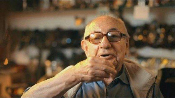Renkli kişiliği ile tanınan mimar ve gazeteci Aydın Boysan 97 yaşında hayatını kaybetti