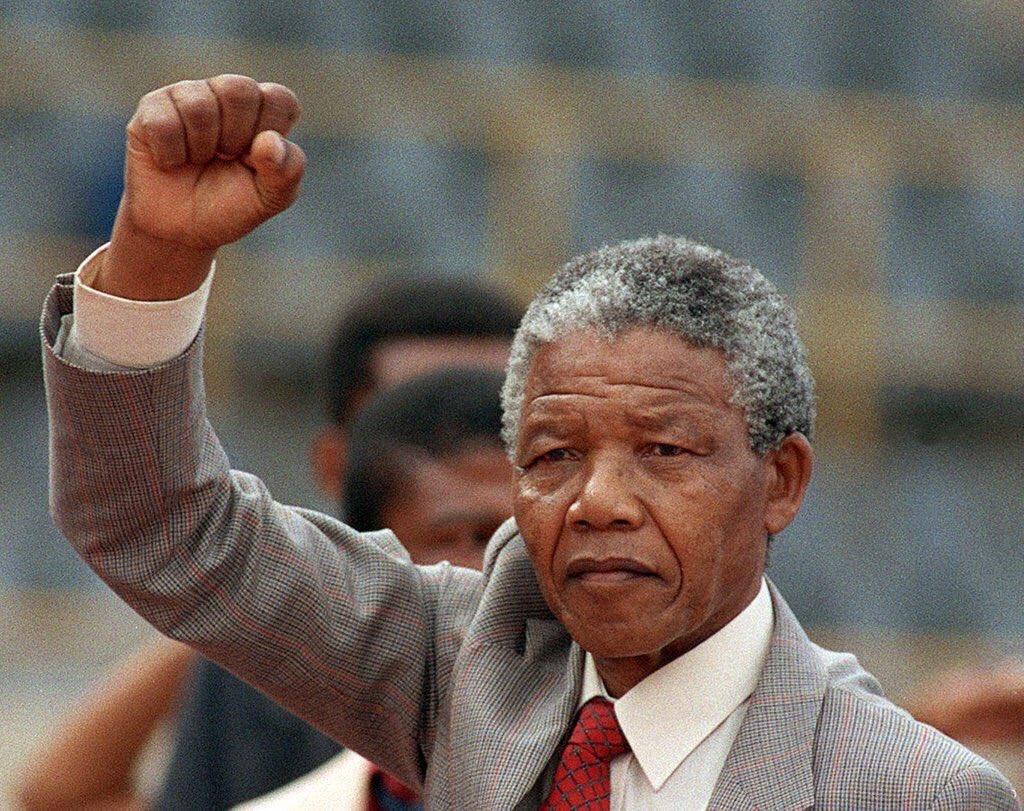 إثنان لا يجتمعان الكذب مع الرجولــــــة وانعدام الحياء مع الأنوثة .. . - نيلسون مانديلا